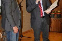 Bürgermeister Storz überreicht Ulrich die Ehrennadel des Landes Baden-Württemberg